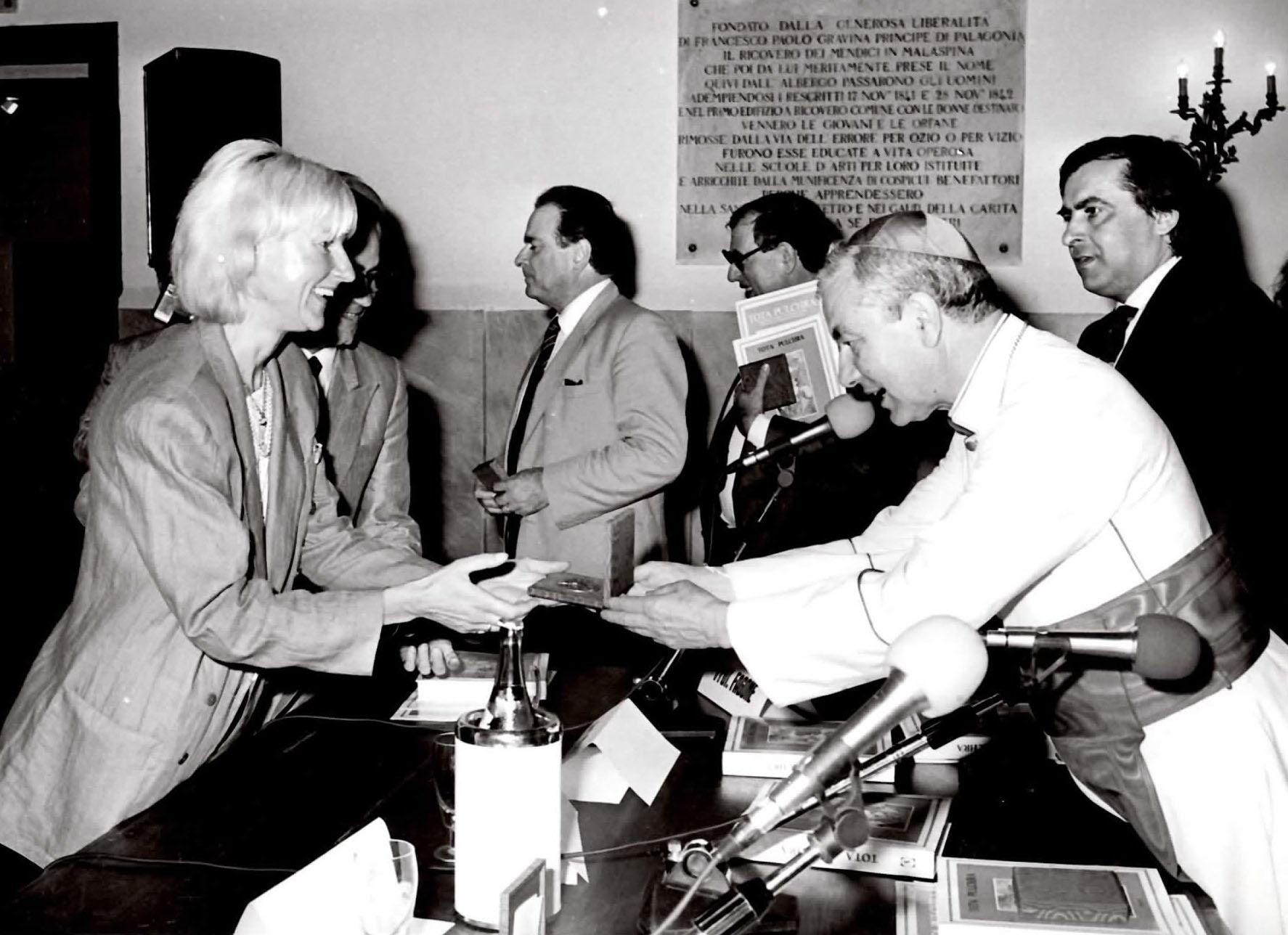 Marianne Strom, critico d'arte e il Cardinale Salvatore Pappalardo