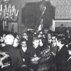 Il Cardinale con i visitatori della Rassegna